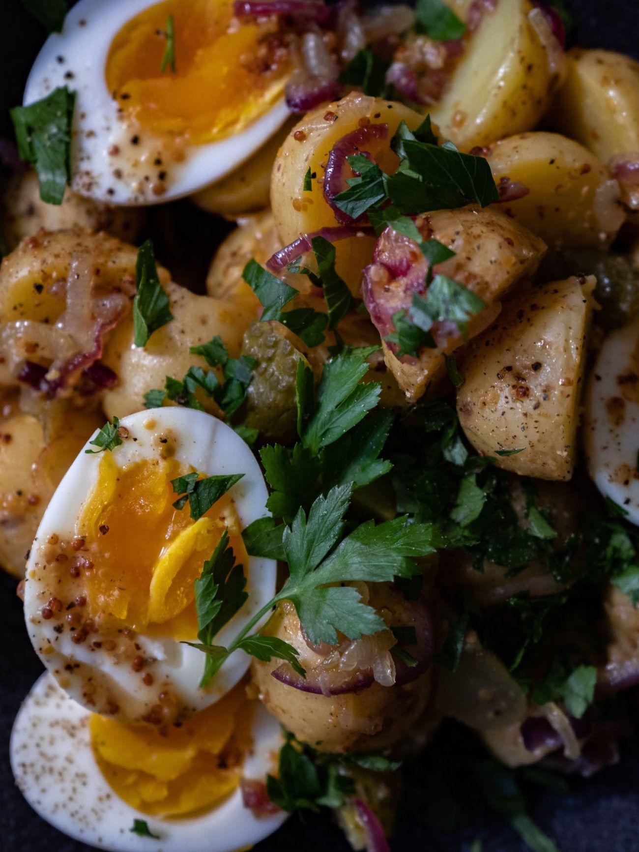 Rezept, Kartoffelsalat mit gekochten Eiern, Senfdressing, Essiggurken, Petersilie, About Fuel, Salat