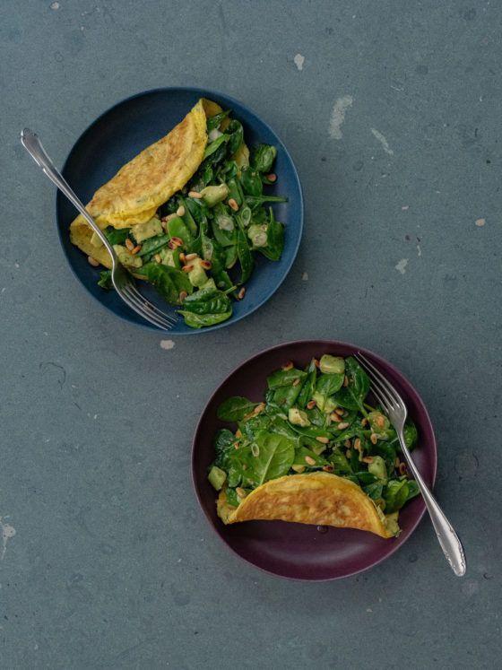 Rezept Omelett mit Spinatsalat, Teller, Gabeln
