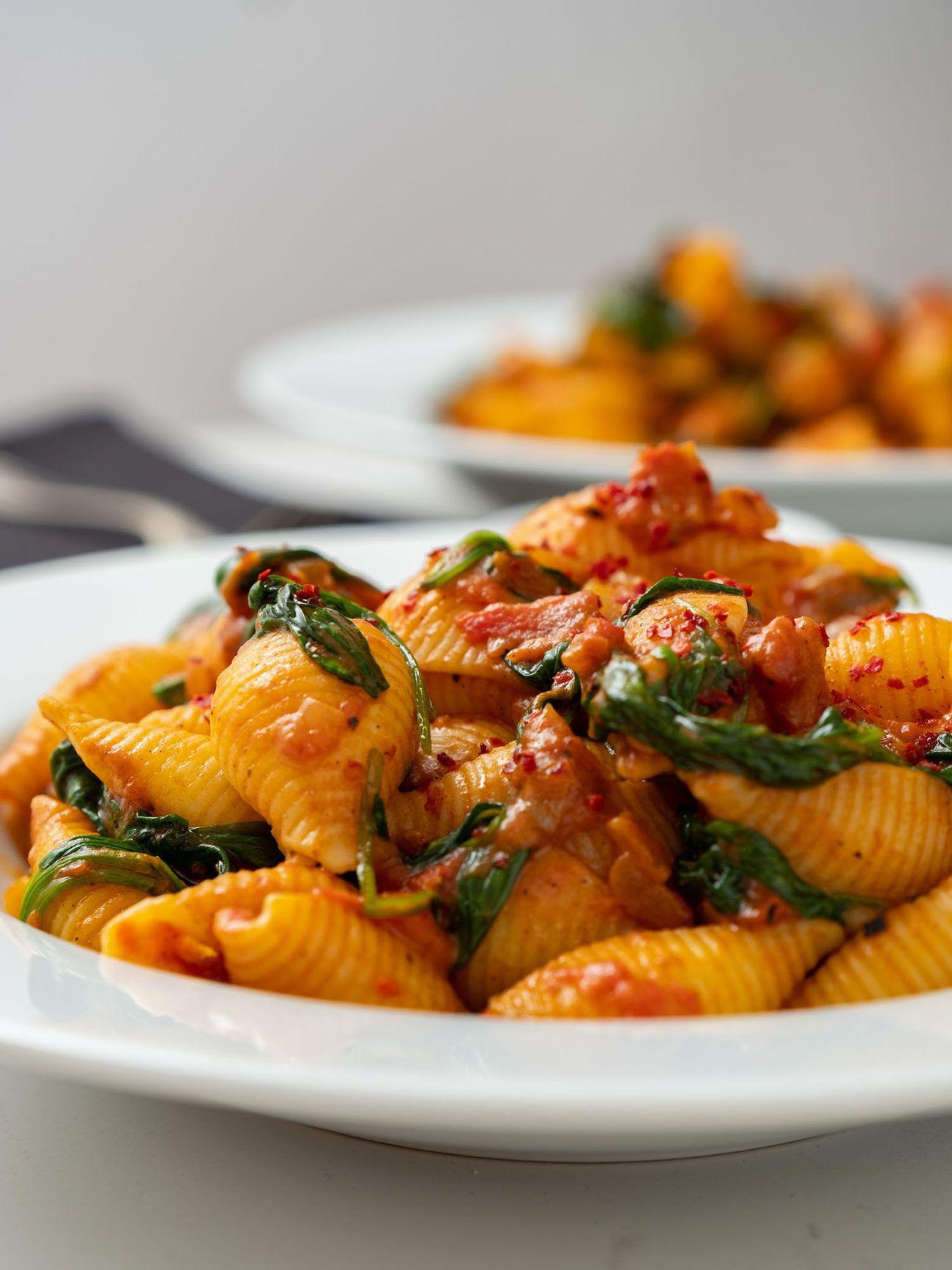 Rezept_Pasta mit Tomaten-Spinat-Sauce, Conchilioni, Nudeln, Chiliflakes