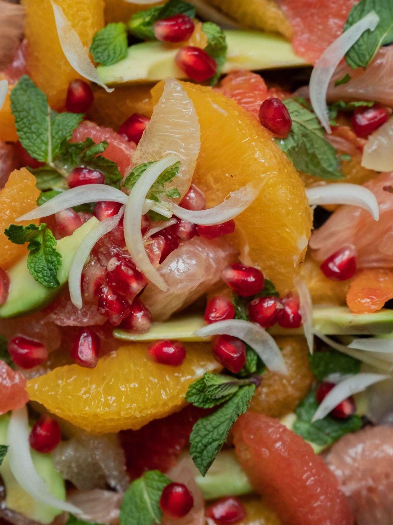 Rezept_Zitrussalat mit Avocado und Pistaziendressing, Avocado, Zitrone, Pomelo, Zwiebeln, Granatapfel Kerne
