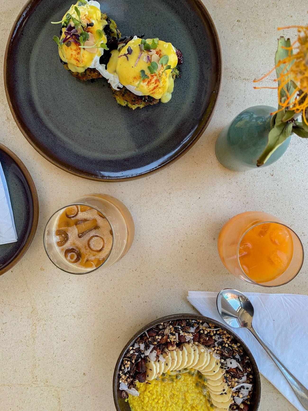 Frühstücks - und Brunch Guide für Kapstadt, Harvest Cafe, Bowl, Blumen, Saft