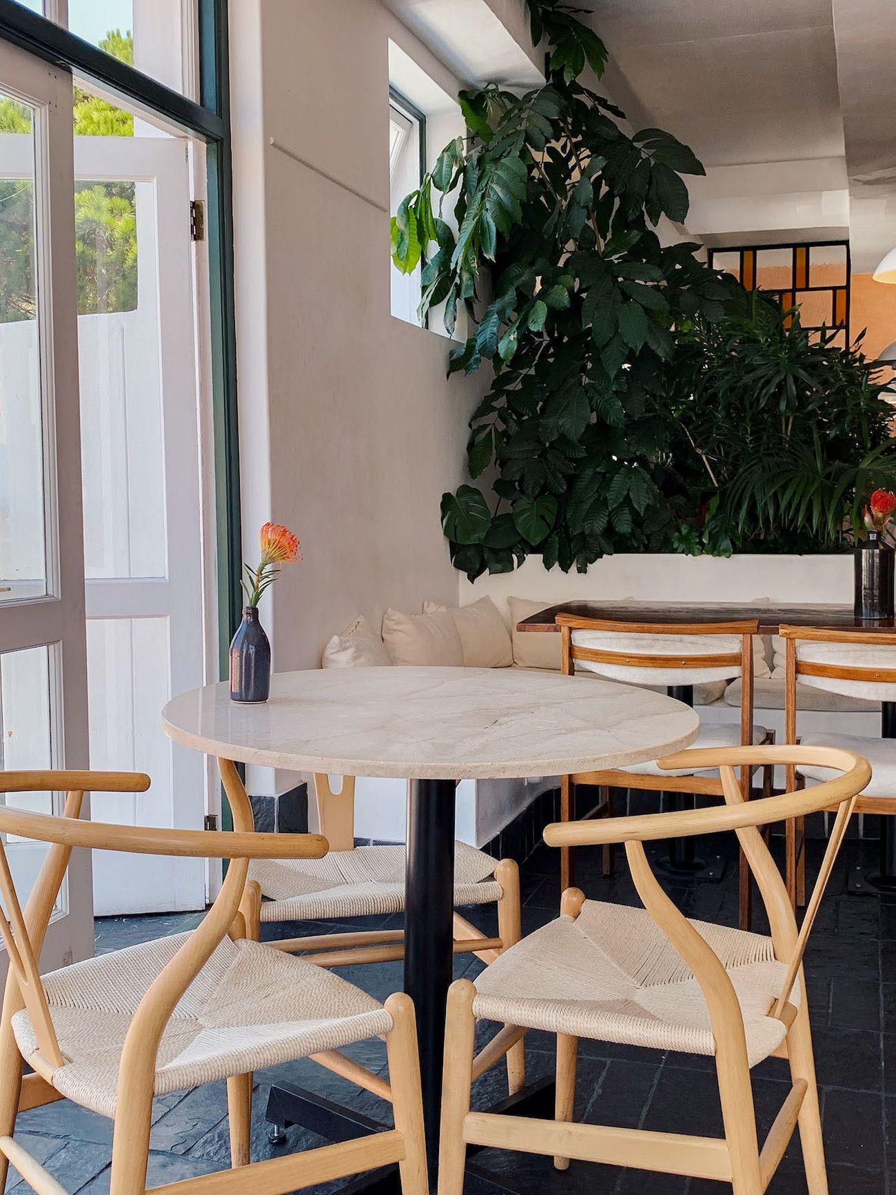 Frühstücks-und-Brunch-Guide-für-Kapstadt-Harvest-Cafe-Interieur.