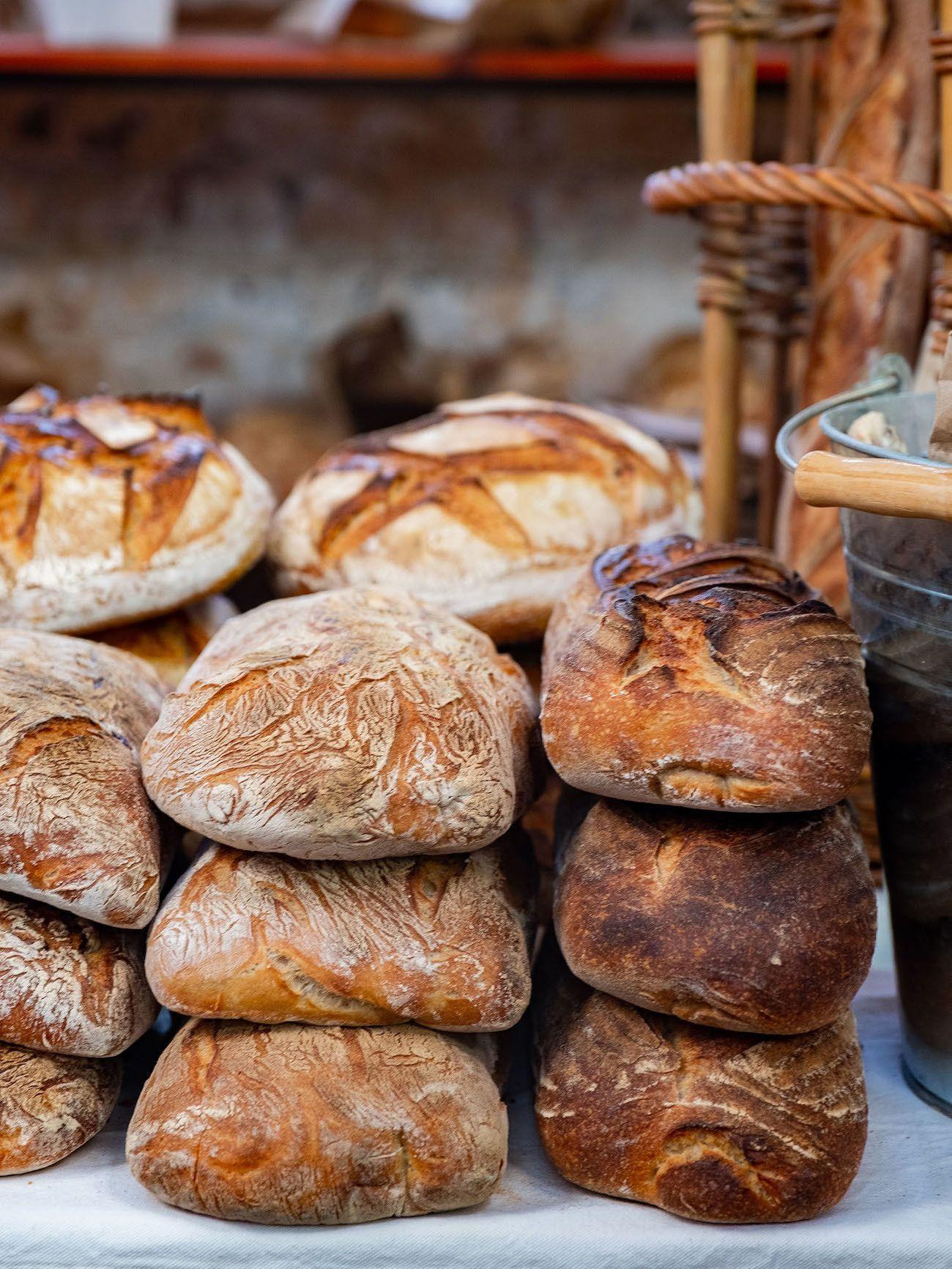 Frühstücks - und Brunch Guide für Kapstadt, Old Biscuit Mill, Neighborgoods Market, Brot