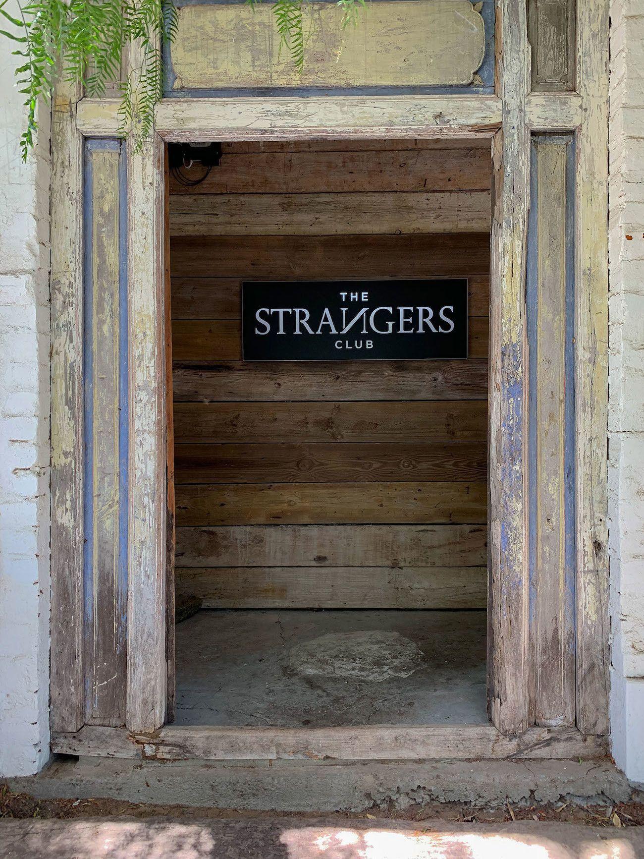 Frühstücks - und Brunch Guide für Kapstadt, The Strangers Club, Eingang