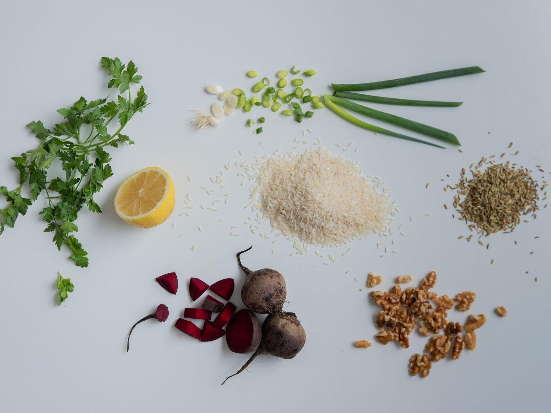 Reissalat mit Roter Bete, Zutaten, Zitrone, Fenchelsamen, Petersilie, Walnüsse