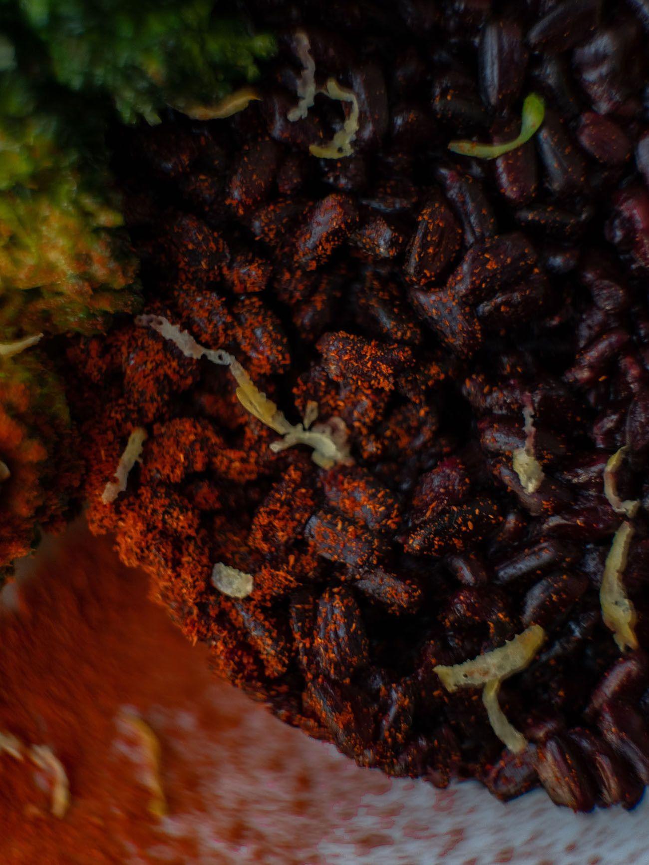 Foodblog, Rezept Kürbis Curry Püree mit zitronen Brokkoli und schwarzem Reis, Paprikapulver, Close Up_1