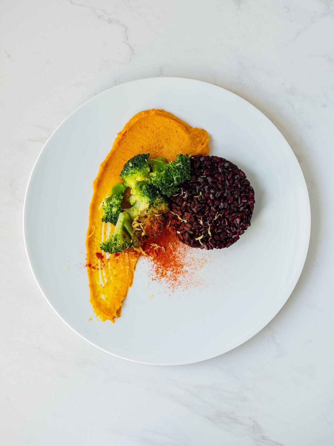 Foodblog, Rezept Kürbis Curry Püree mit zitronen Brokkoli und schwarzem Reis, Zitronenschale, Plating, Telelr_1