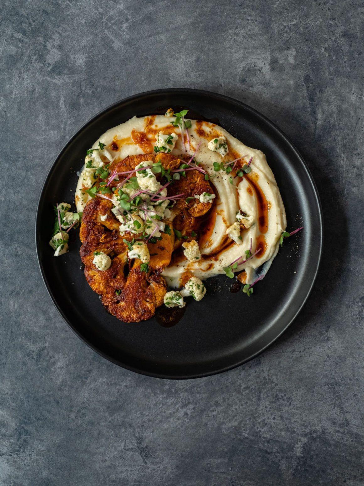 Foodblog, Rezept Blumenkohl Dreierlei, Teller, Steak, Püree, Salat, Kresse