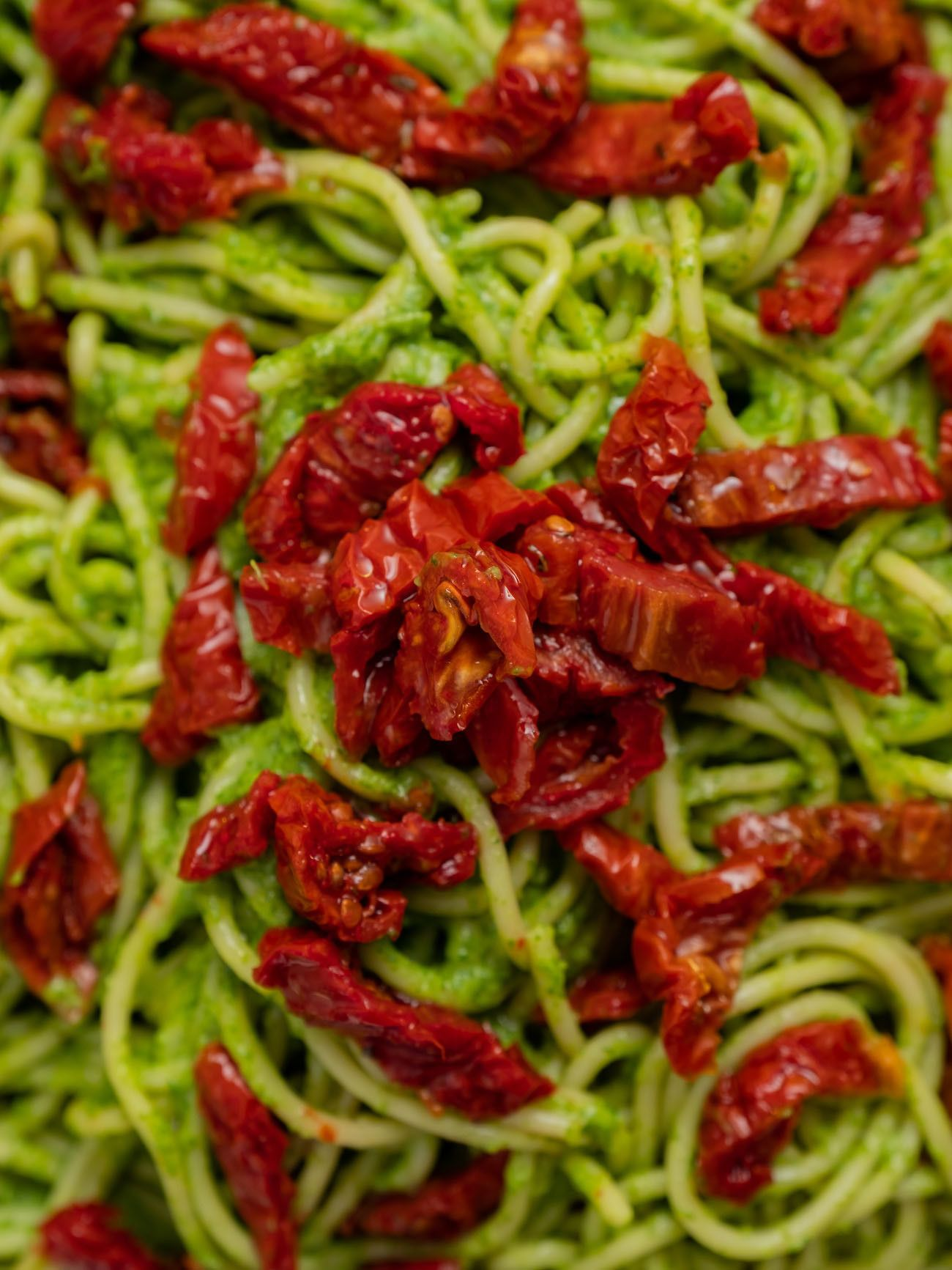 Foodblog, Rezept Spaghetti mit Avocado-Rucola-Pesto und getrockenten Tomaten, Pasta