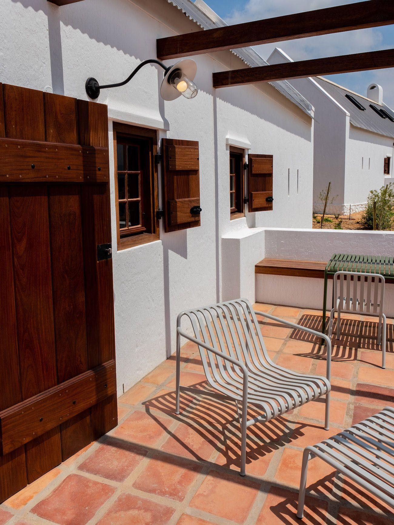 Weinguide Stellenbosch, Babylonstoren, Stühle, Interieur, Fybos Cottage