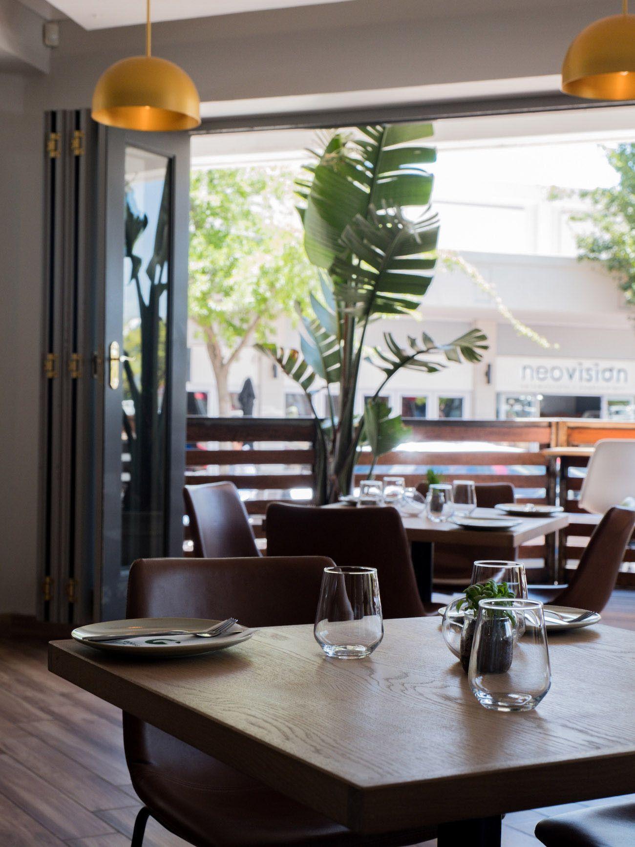 Weinguide Stellenbosch, The Green Goose Eatery, Interieur, Tisch, Glas