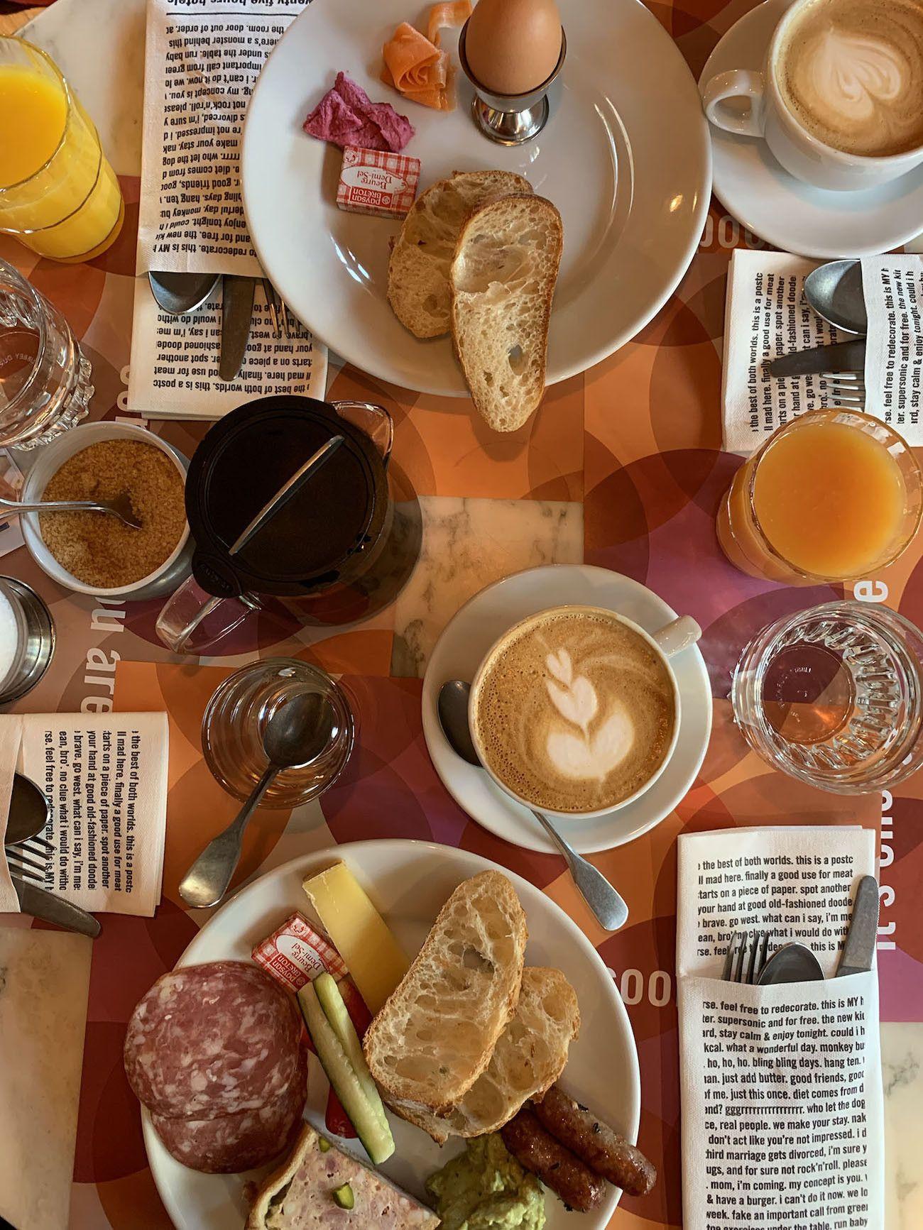 Foodblog About Fuel, Paris, Frühstück, Salami, Käse, Ei