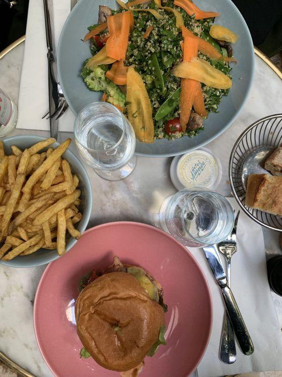 Foodblog About Fuel, Paris, Lunch, Burger, Salat