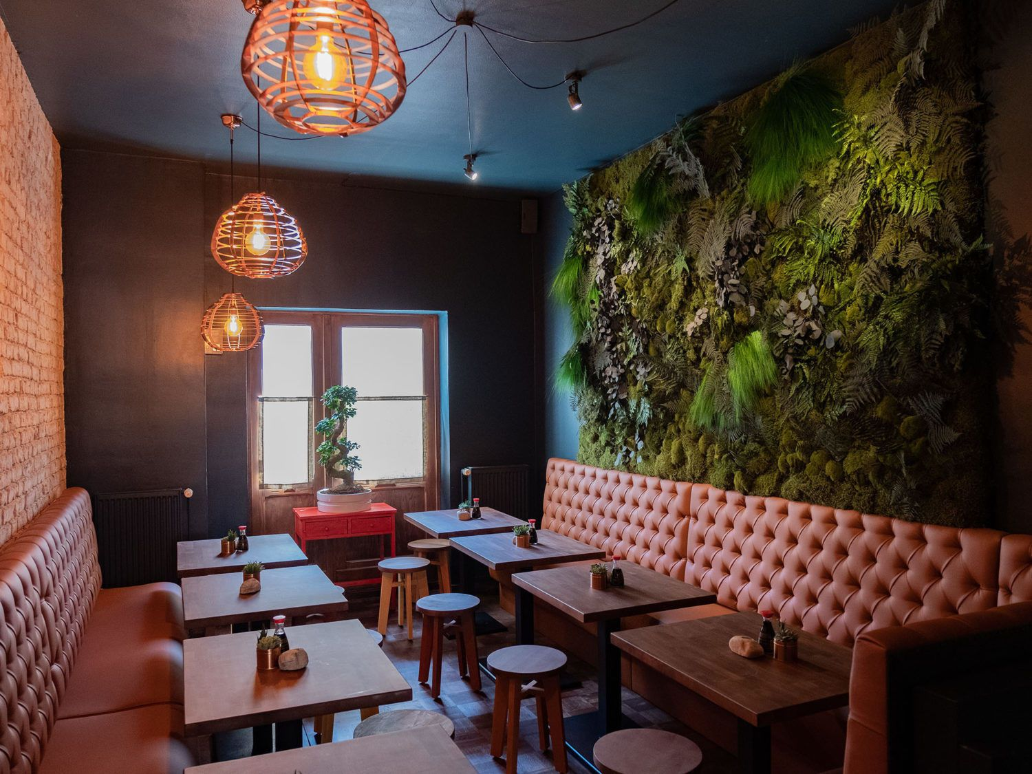 Foodblog About Fuel, Restaurant CHOTTO Berlin, Interieur, Lampen, Mooswand