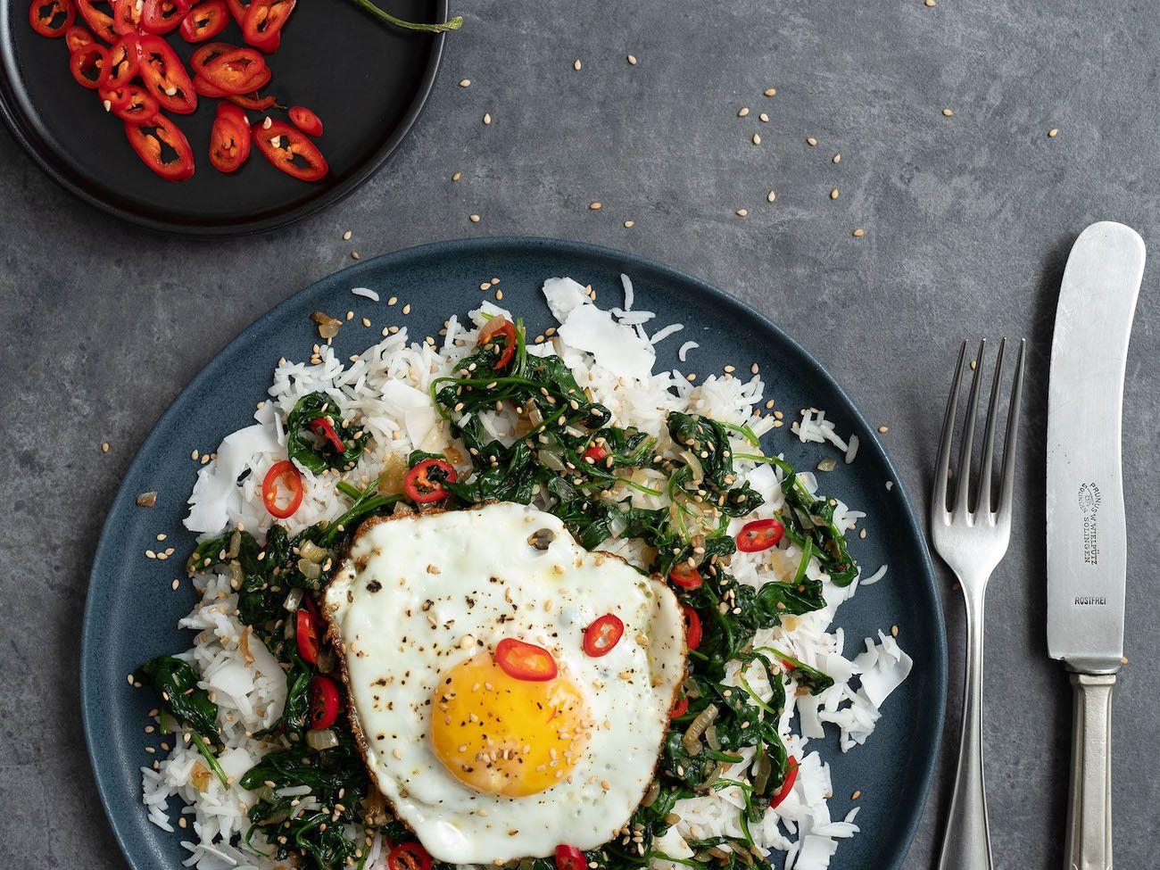 Foodblog About Fuel, Rezept Kokosreis mit Sesam-Spinat und Spigelei, Besteck