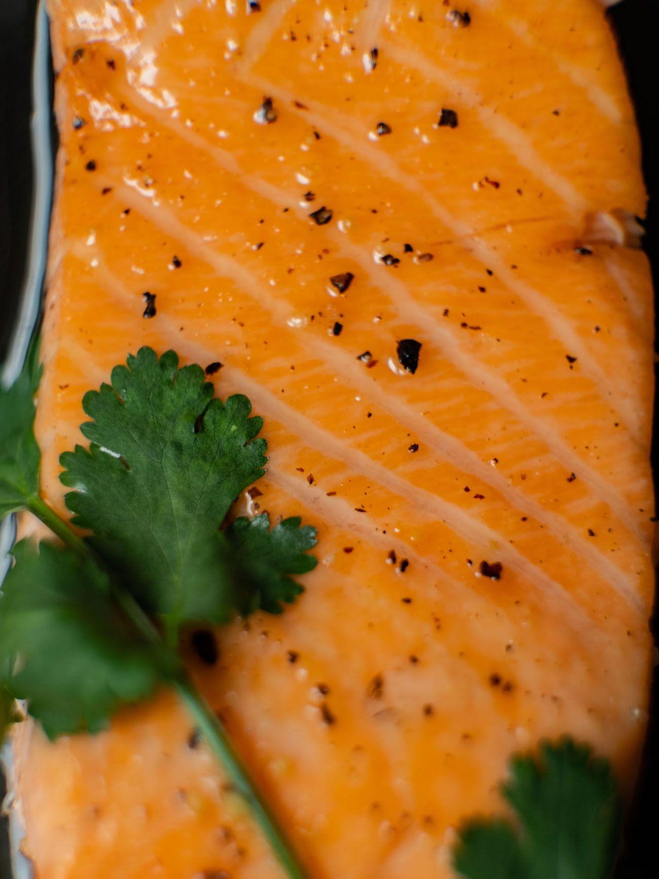 Foodblog About Fuel, Rezept Roter Reissalat mit Edamame und Ahornsirup Lachs, Lachsfilet