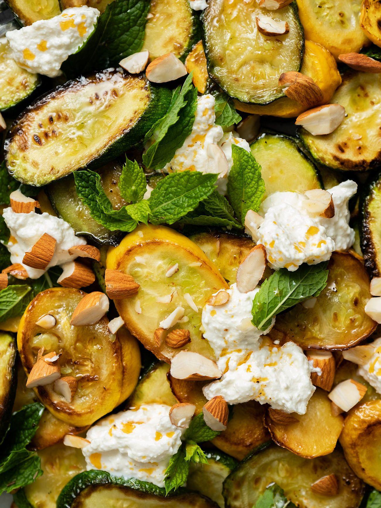 Zucchinisalat mit Ricotta, Mandeln und Minze