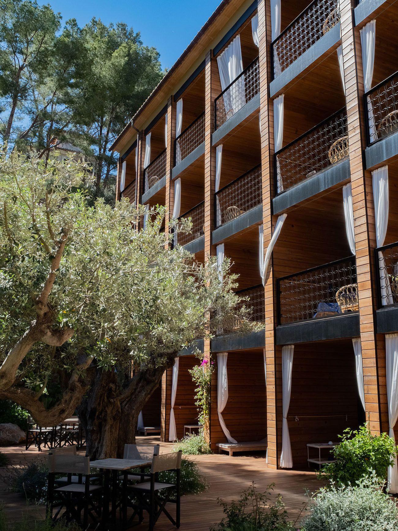 Foodblog About Fuel, Bikini Island & Mountain Hotels, Balkone
