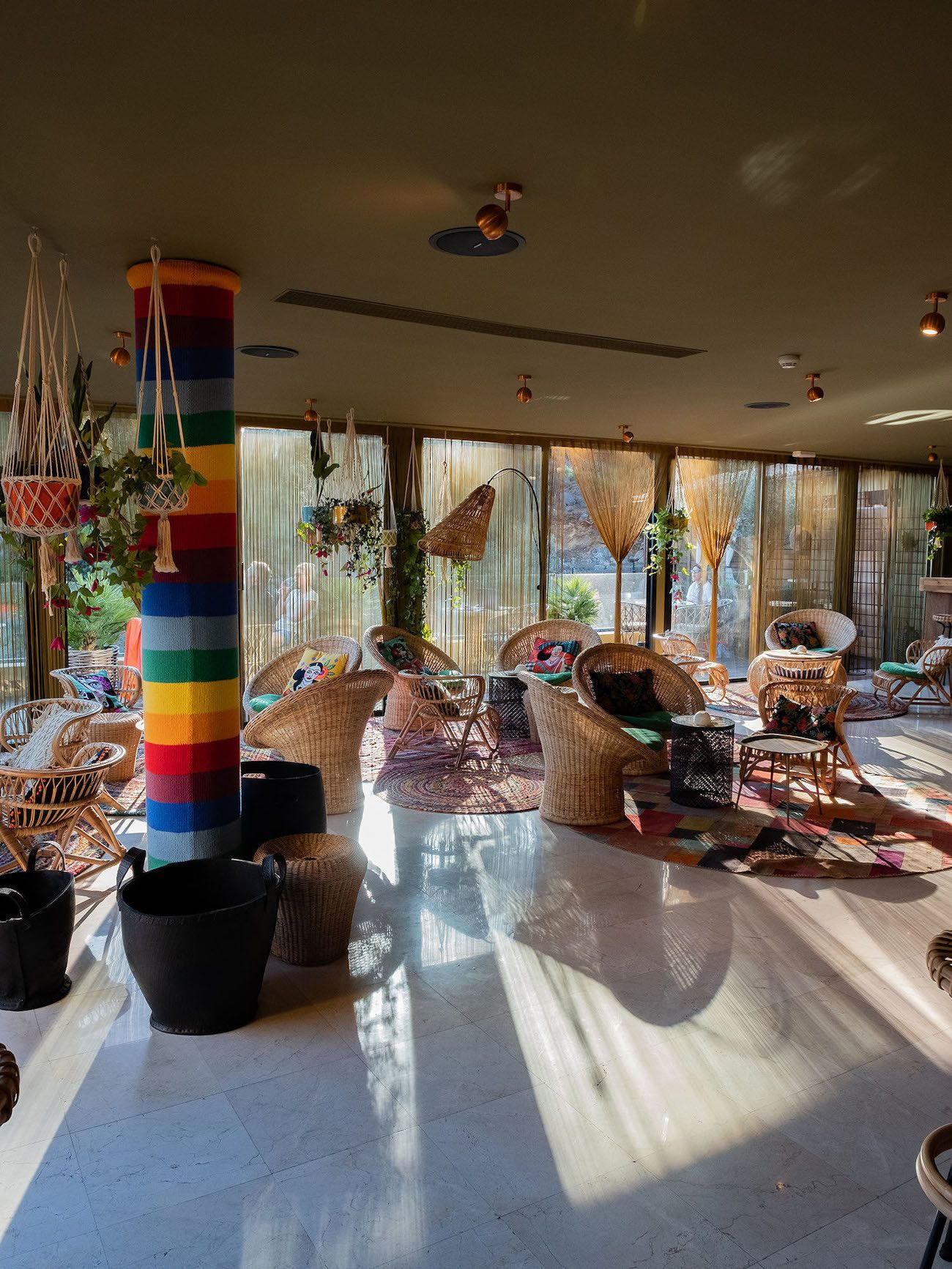 Foodblog About Fuel, Bikini Island & Mountain Hotels, Donkey Bar