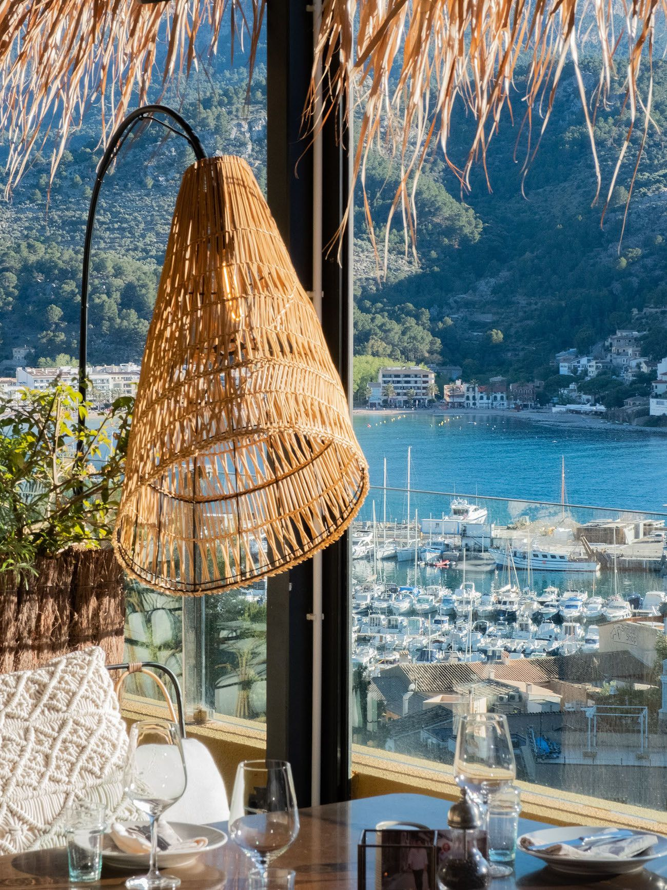Foodblog About Fuel, Bikini Island & Mountain Hotels, Neni, Aussicht, Port de Sóller, Lampe