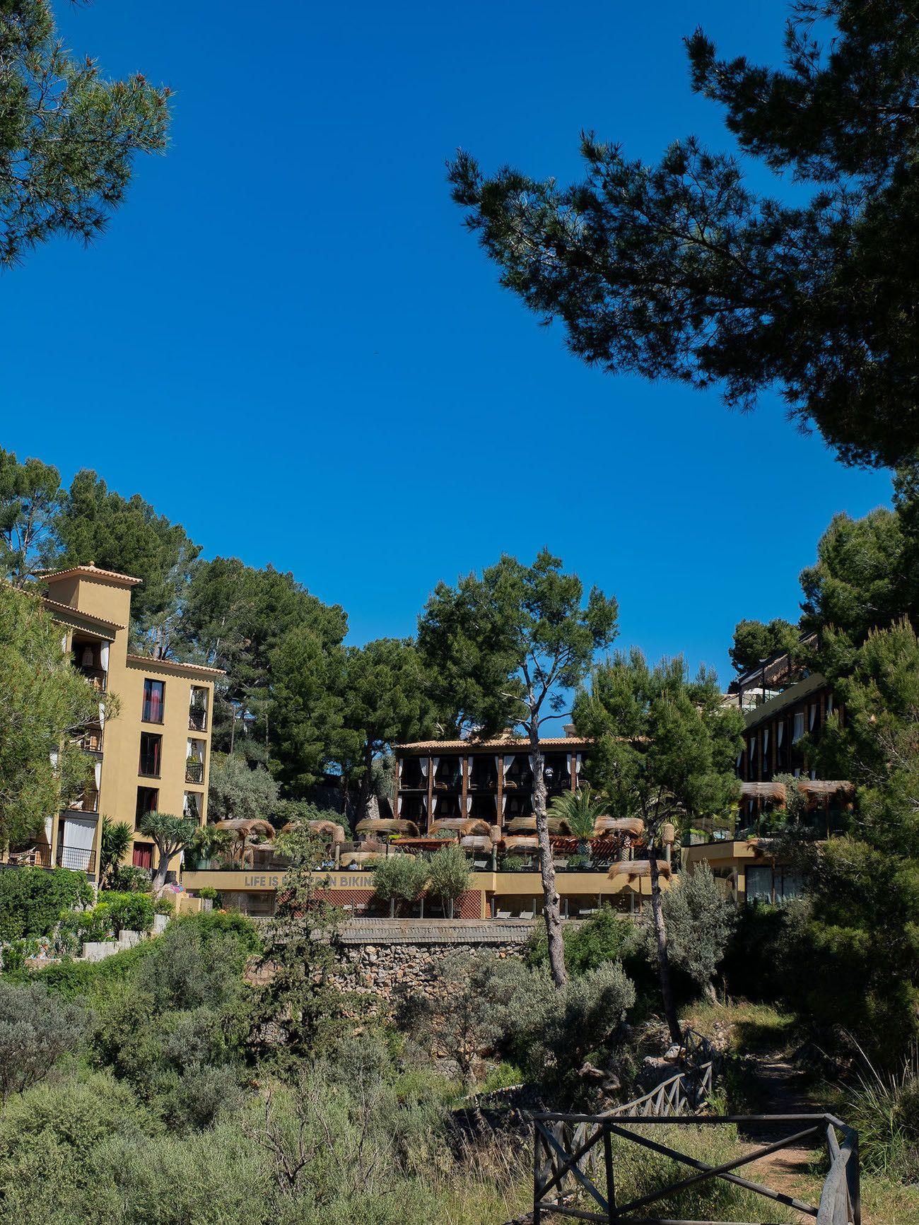 Foodblog About Fuel, Bikini Island & Mountain Hotels
