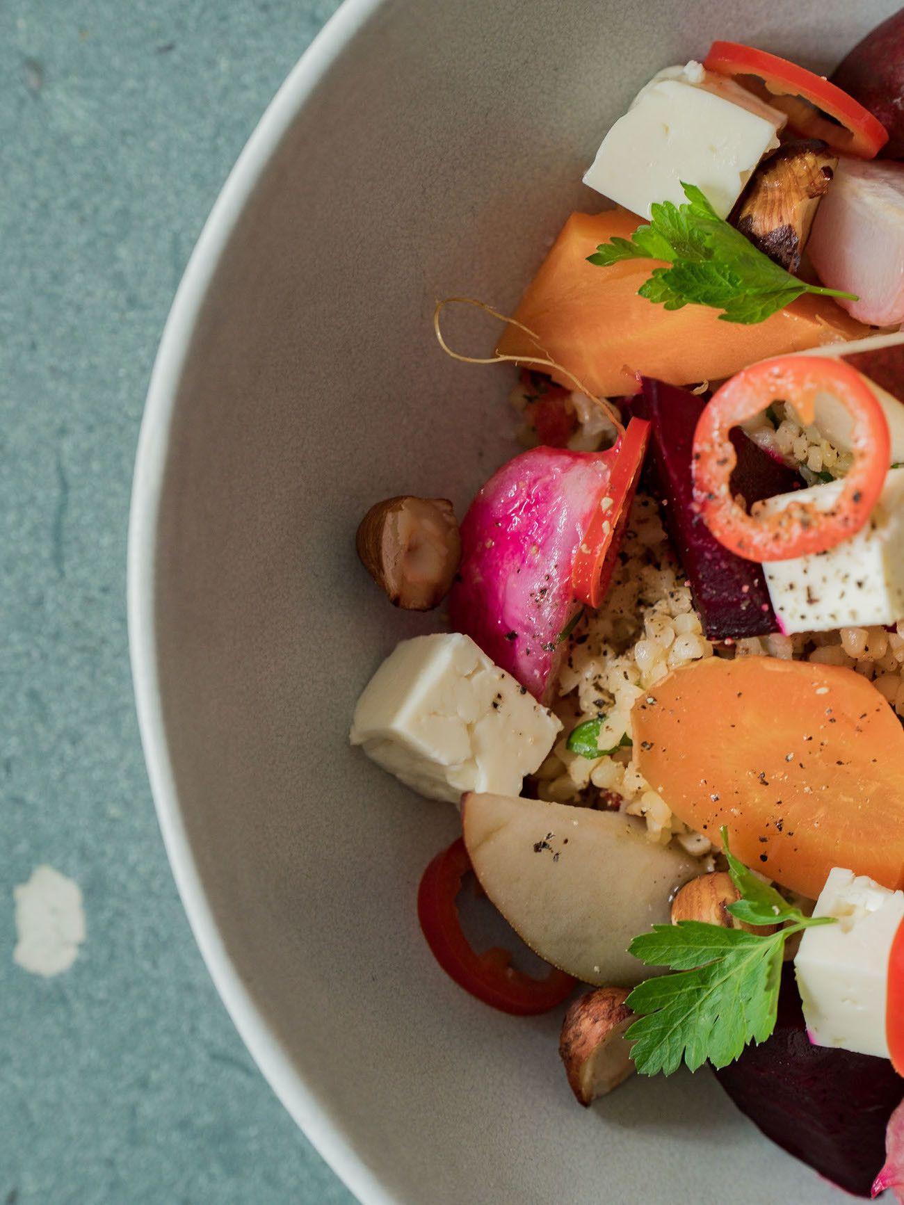 Foodblog, About Fuel, Gebackene Rote Bete und Karotten auf Bulgursalat mit Birne, Haselnüsse, Chili, Feta