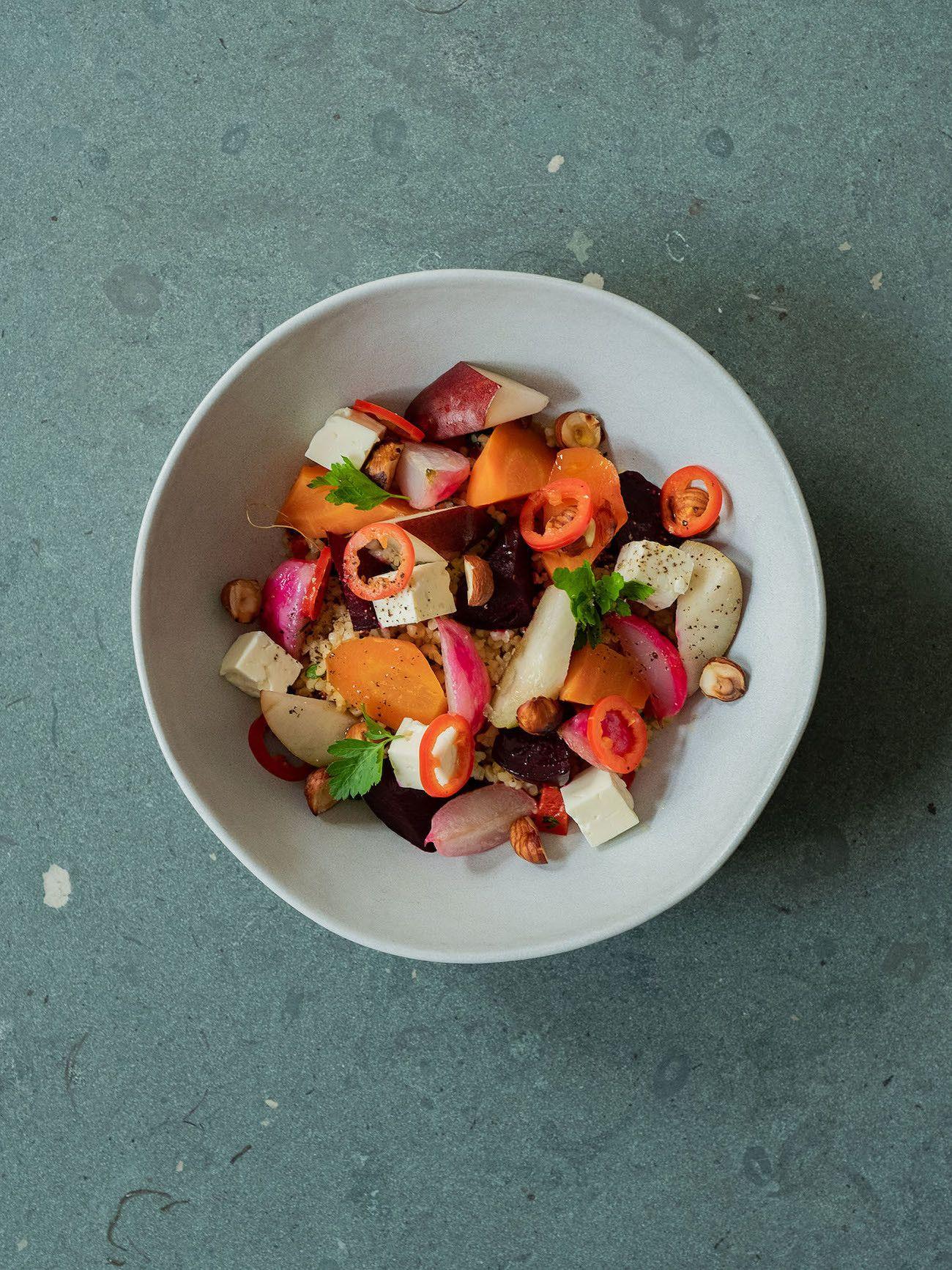 Foodblog, About Fuel, Gebackene Rote Bete und Karotten auf Bulgursalat mit Birne, Haselnüsse, Feta