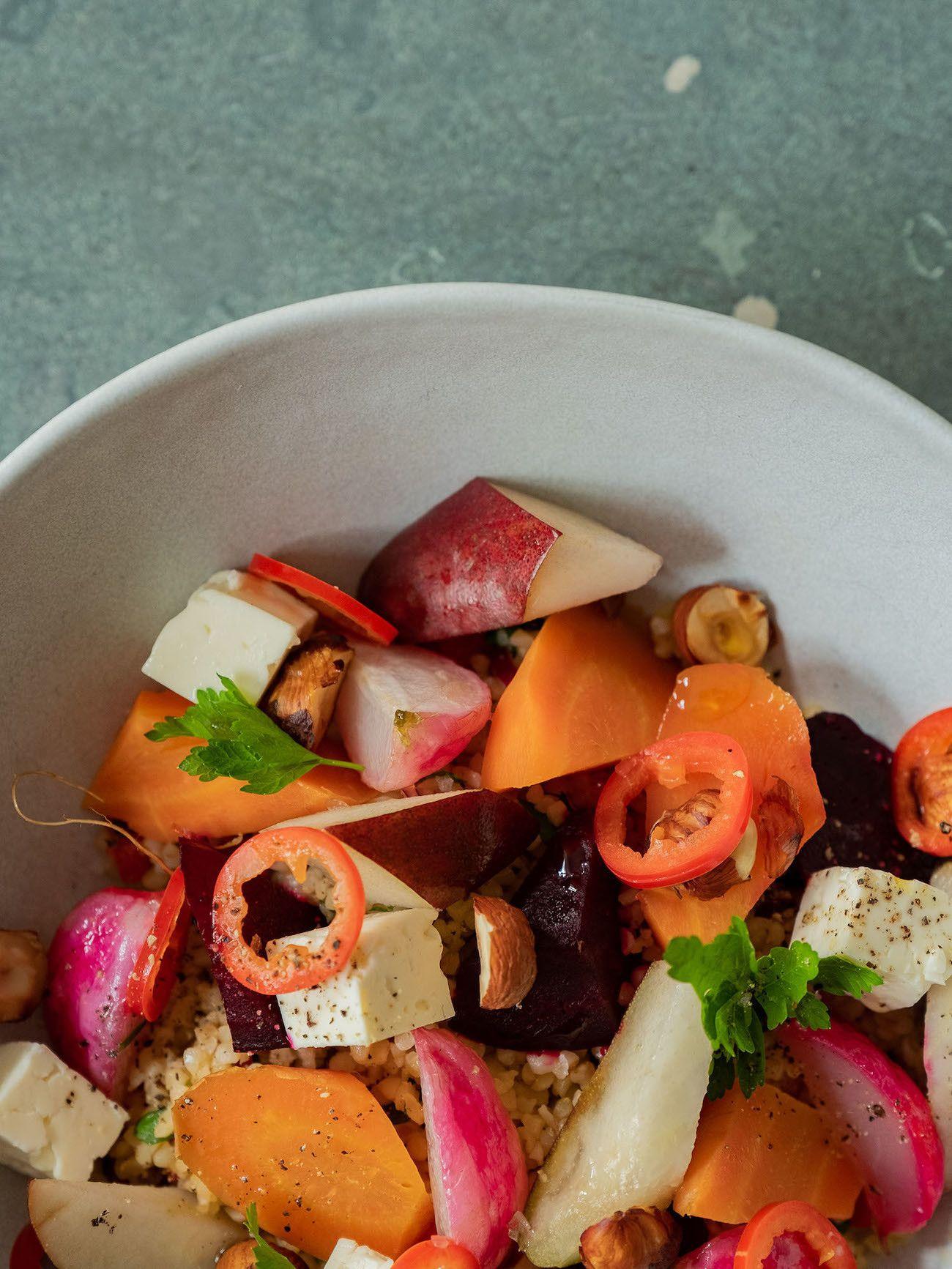 Foodblog, About Fuel, Gebackene Rote Bete und Karotten auf Bulgursalat mit Birne, Haselnüsse, Radieschen
