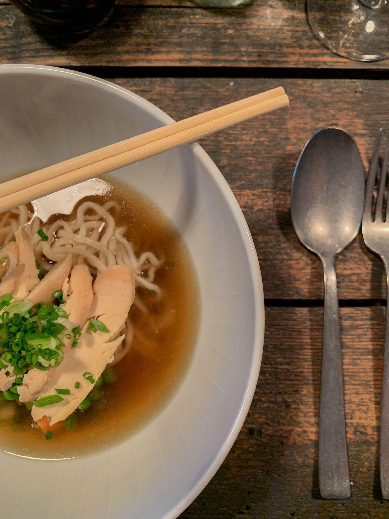 Foodblog, About Fuel, Leckerbissen, Tisk, Restaurtant, Hühnertopf, Ramen, Schnittlauch