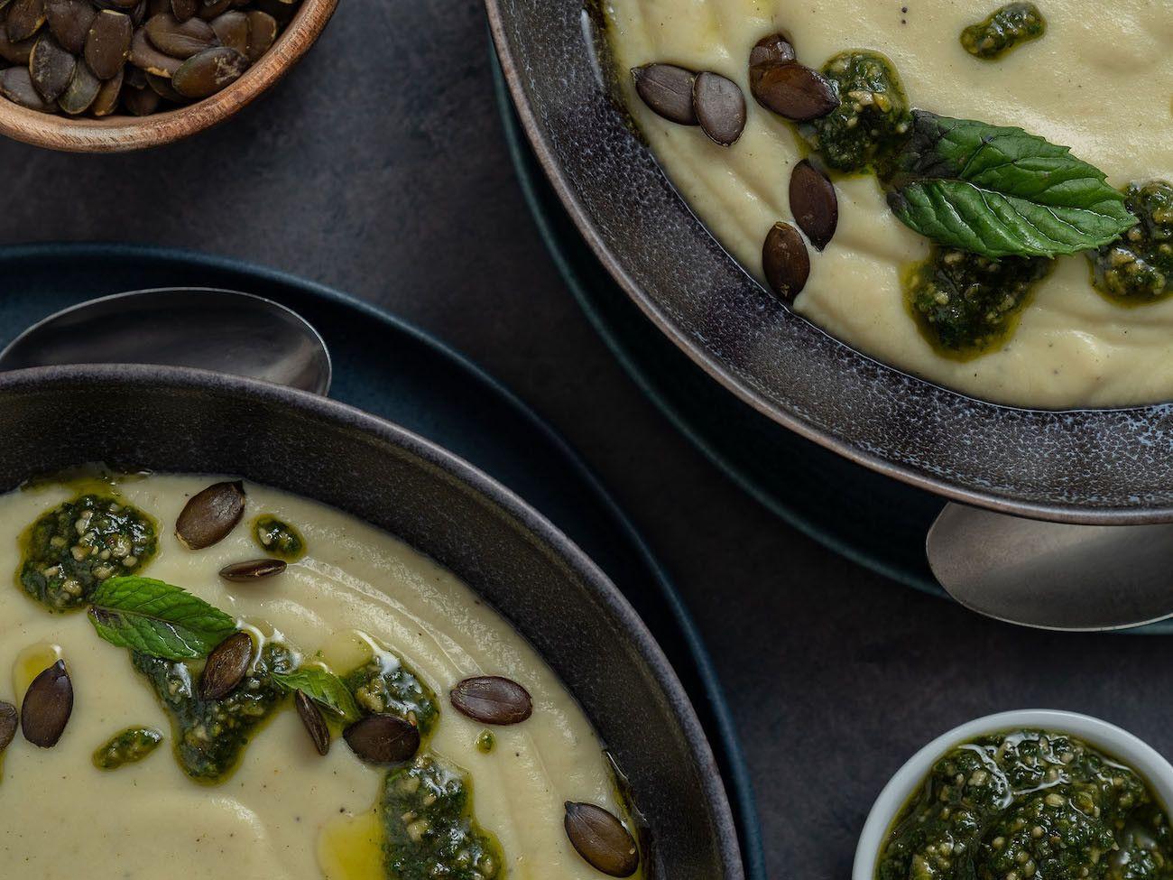 Foodblog, About Fuel, Rezept, Blumenkohlsuppe mit Sonnenblumenkern-Minz-Pesto und Kürbiskernen, Minzblatt, Pesto