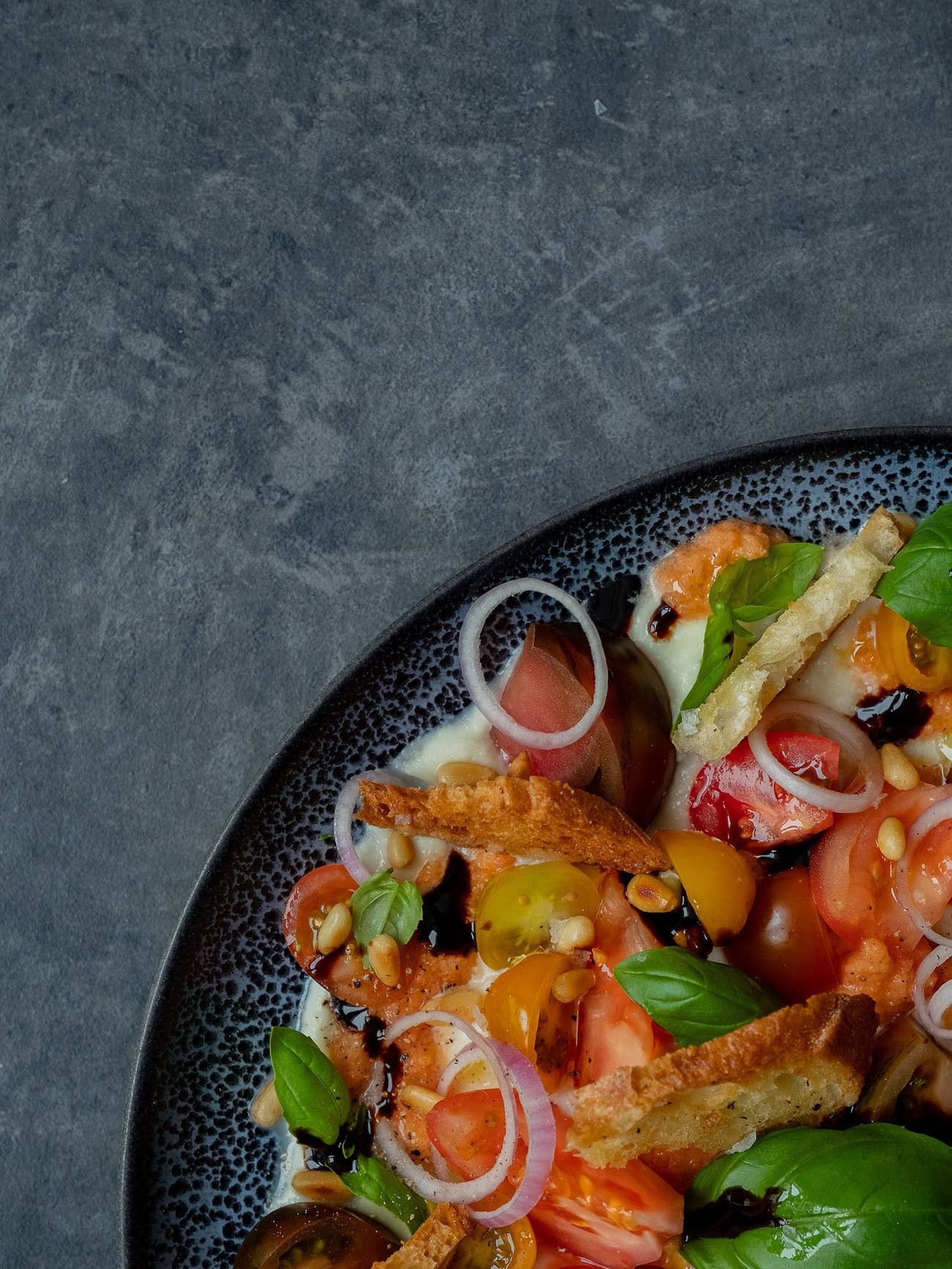 Foodblog, About Fuel, Rezept, Caprese Salat, Rote Zwiebeln, Balsamico, Pinienkerne