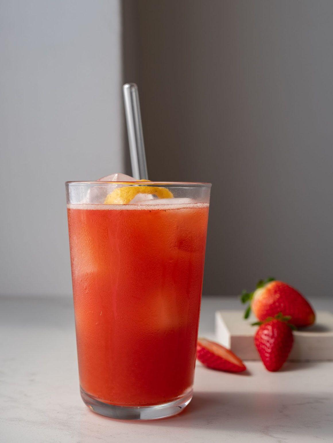 Foodblog, About Fuel, Rezept, Erdbeer-Rhabarber-Cooler, Drink, Erdbeeren
