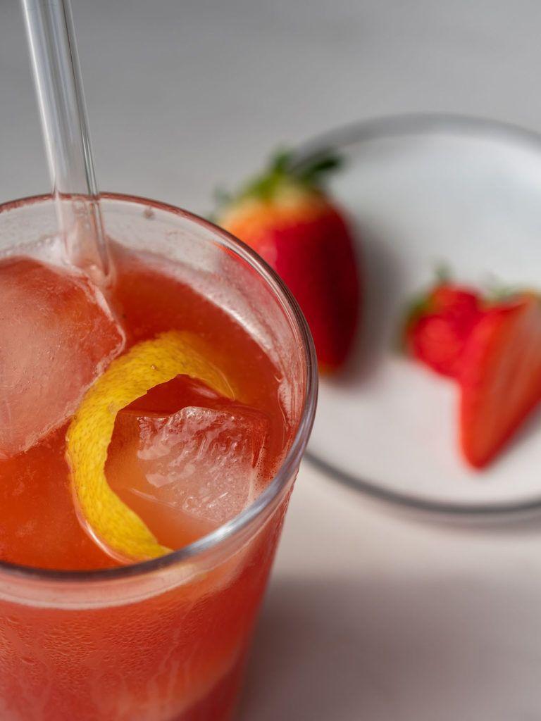Foodblog, About Fuel, Rezept, Erdbeer-Rhabarber-Cooler, Erdbeeren, Zitronenzeste
