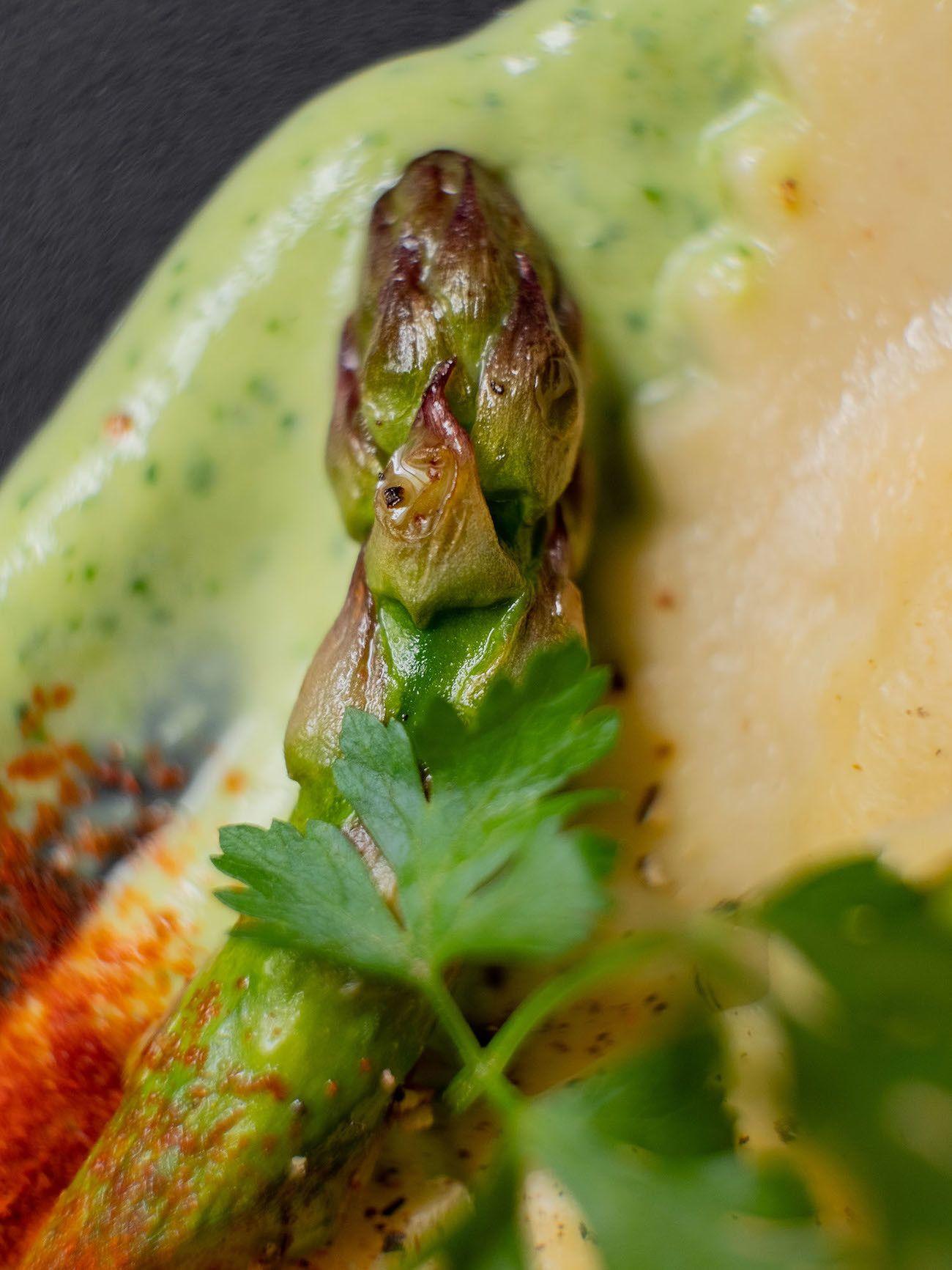 Foodblog, About Fuel, Rezept, Lachsravioli auf Spargel-Kräuter-Mayonnaise und Spargelspitzen, Grüner Spargel