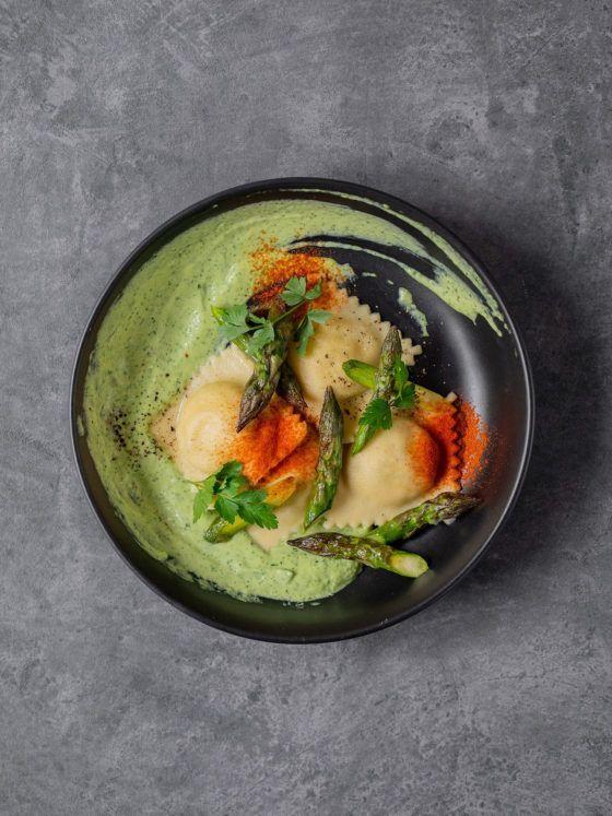 Foodblog, About Fuel, Rezept, Lachsravioli auf Spargel-Kräuter-Mayonnaise und Spargelspitzen, Paprikapulver