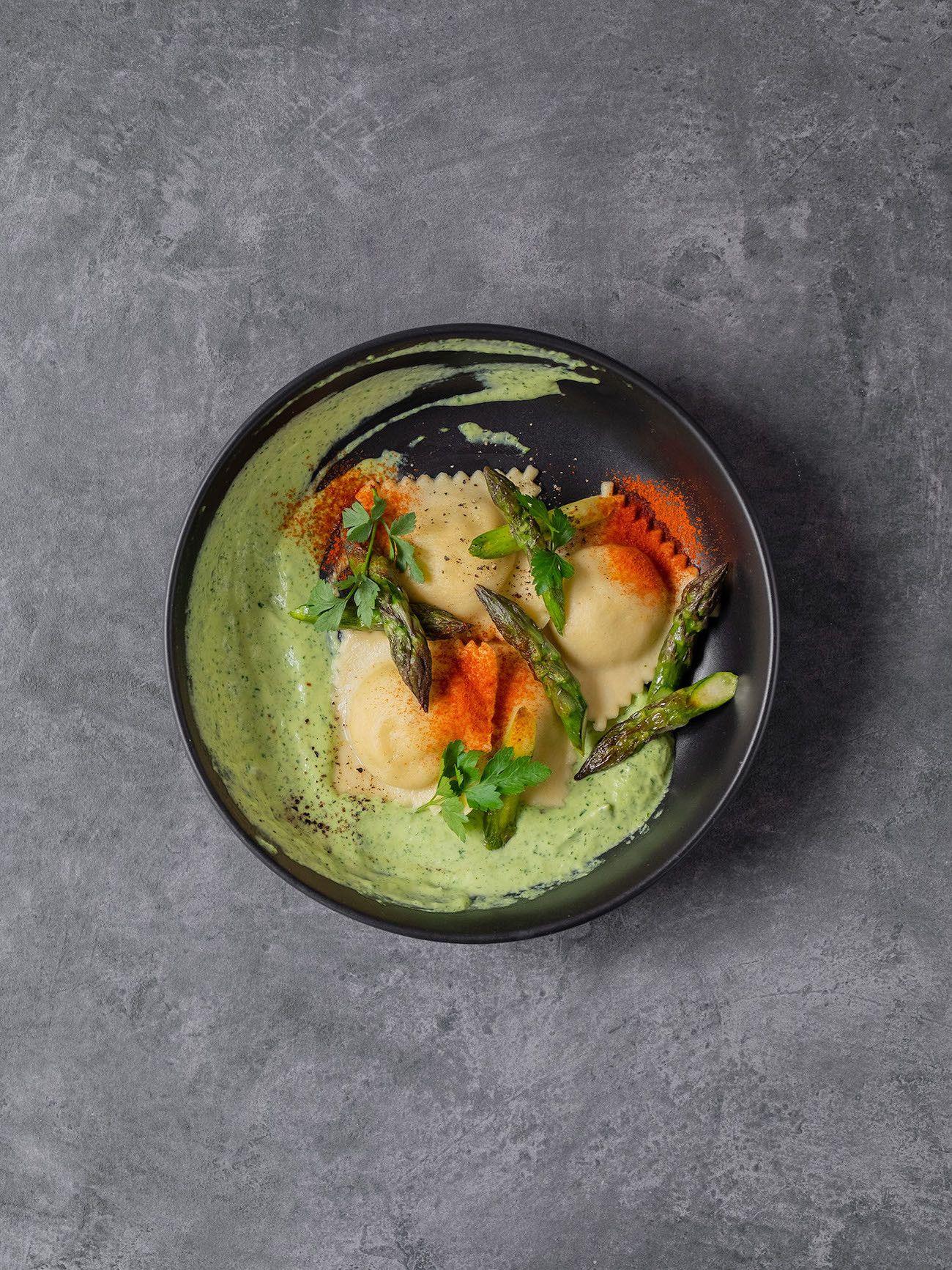 Foodblog, About Fuel, Rezept, Lachsravioli auf Spargel-Kräuter-Mayonnaise und Spargelspitzen, Pasta