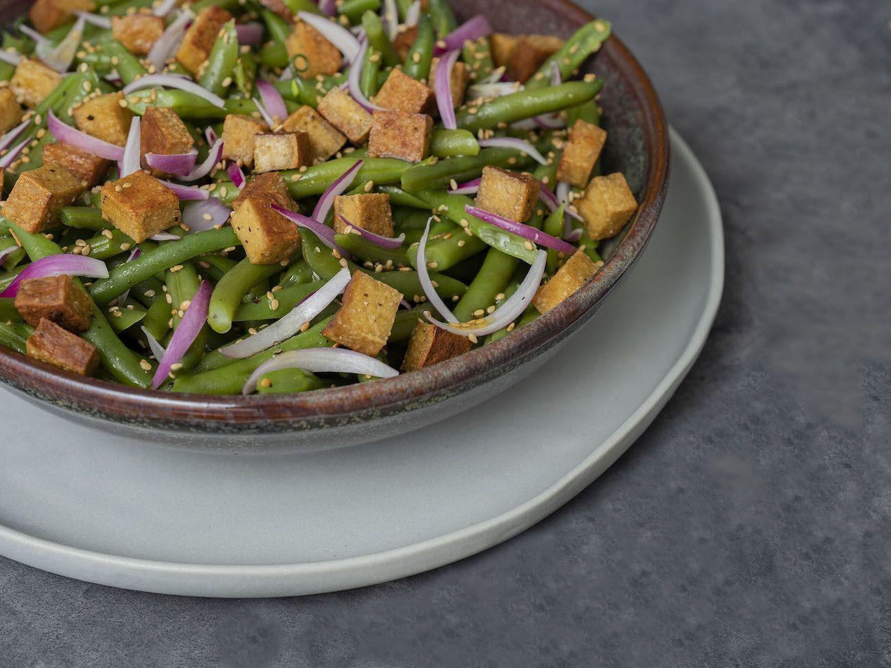 Foodblog, About Fuel, Rezept, Stangenbohnensalat mit geräuchertem Tofu, Sesam und roten Zwiebeln, Salat, Sesam