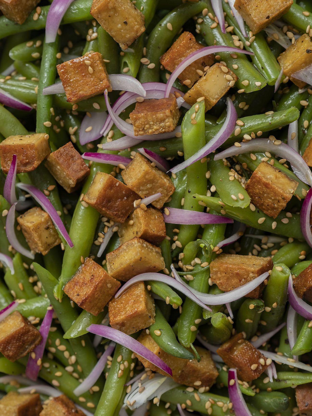 Foodblog, About Fuel, Rezept, Stangenbohnensalat mit geräuchertem Tofu, Sesam und roten Zwiebeln, Vegan, Sesam