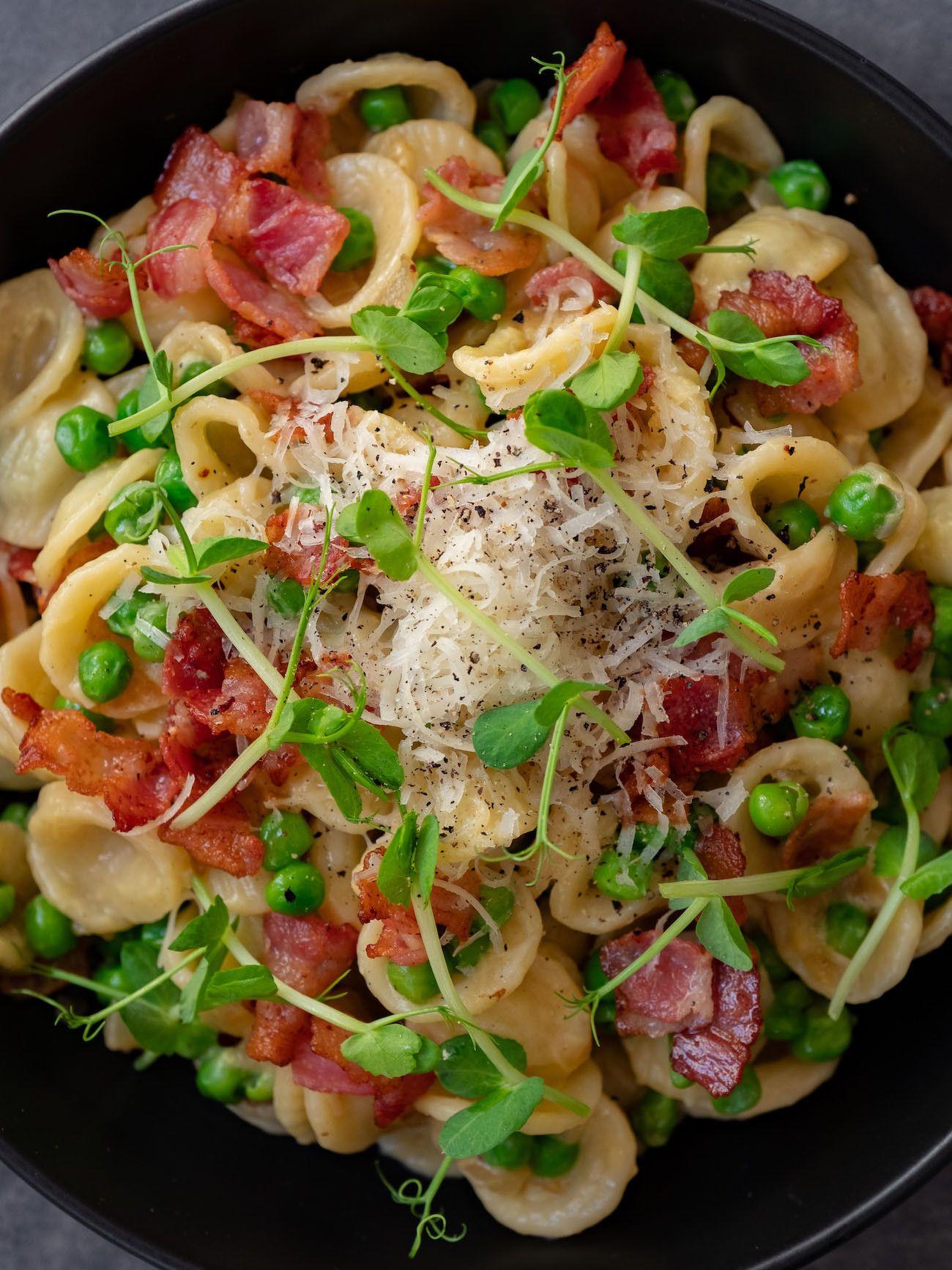 About Fuel, Foodblog, Rezept, Orecchiette mit Erbsen und Speck, Parmesan, Erbsensprossen, Pfeffer, Pasta