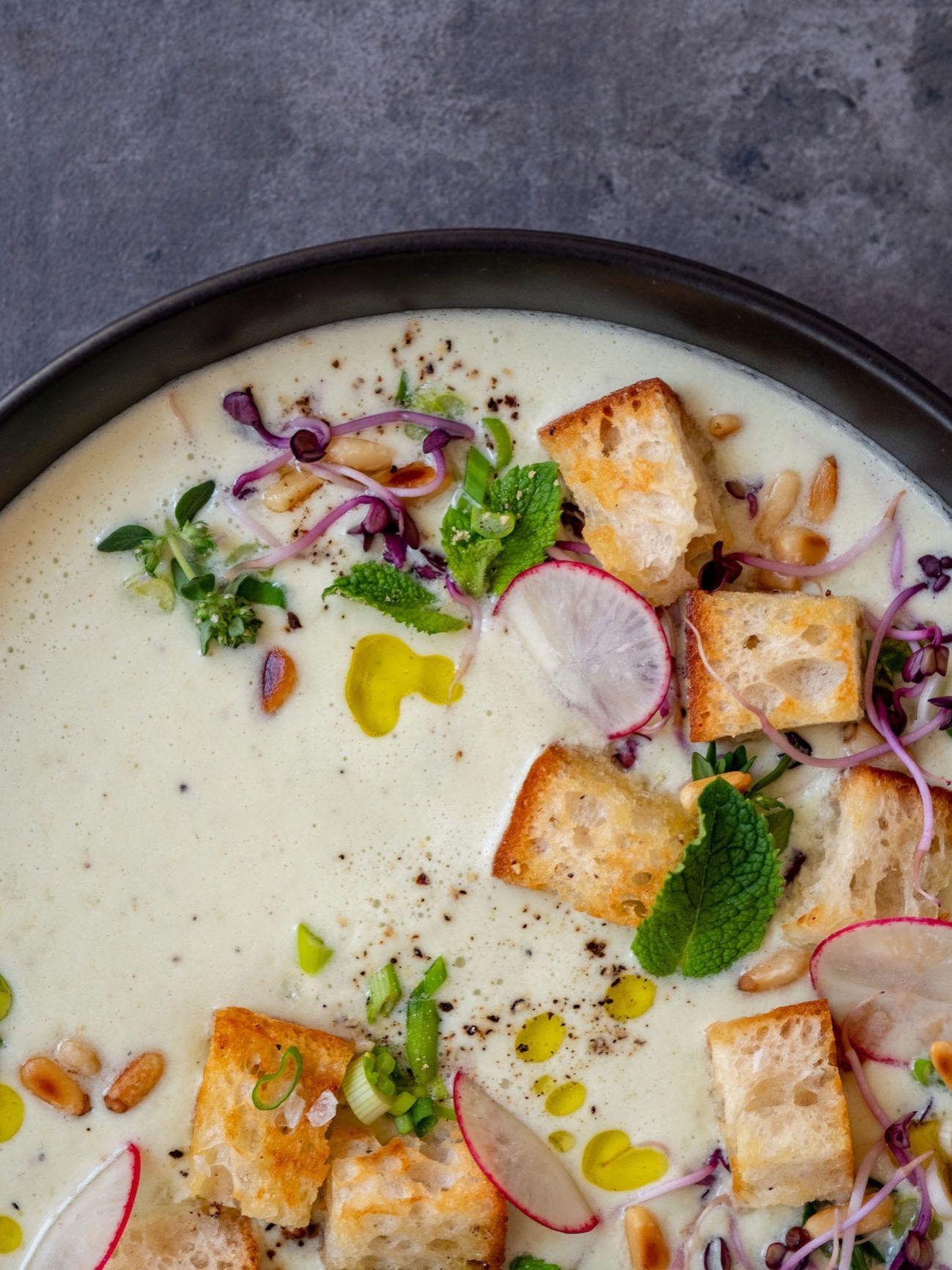 Foodblog, About Fuel, Rezept Gurken-Mandel-Gazpacho mit Croutons, Sprossen, Radieschen