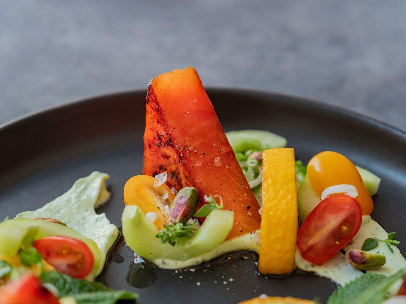 Foodblog, About Fuel, Rezept, Wassermelonensalat auf Basilikum-Feta-Creme, Pistazie, Minze, Gurke, Tomaten, Thymian