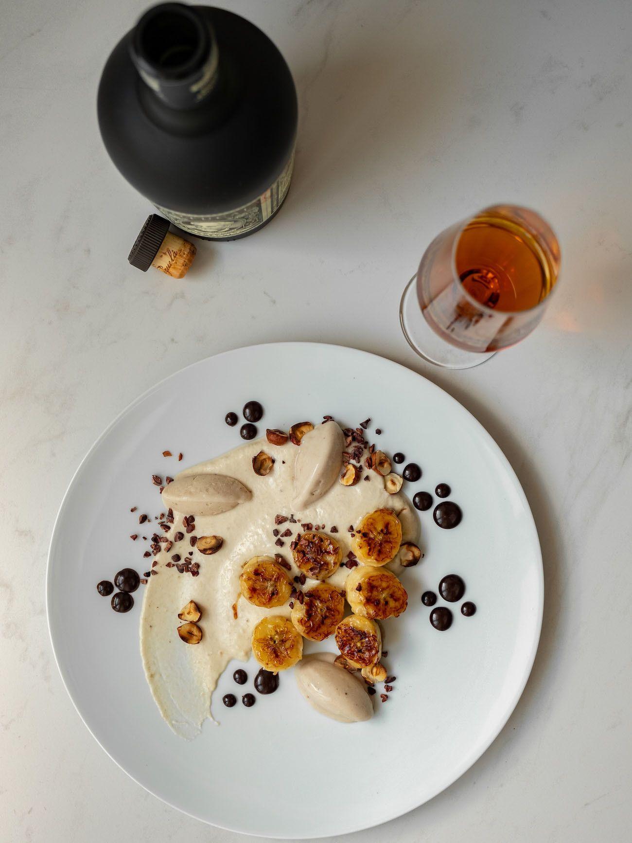 Foodblog, About Fuel, Rezept, Rum Bananen Dessert mit Hasenüssen und Schokoladen-Karamell, Nachtisch, Teller