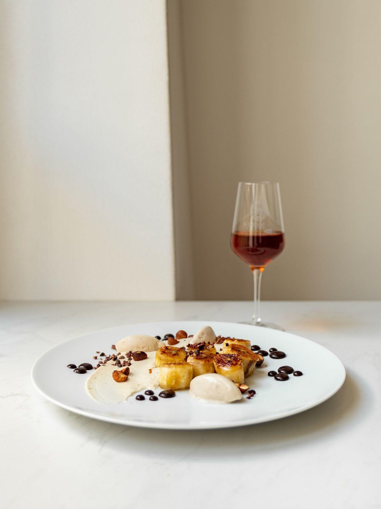 Foodblog, About Fuel, Rezept, Rum Bananen Dessert mit Hasenüssen und Schokoladen-Karamell, Teller