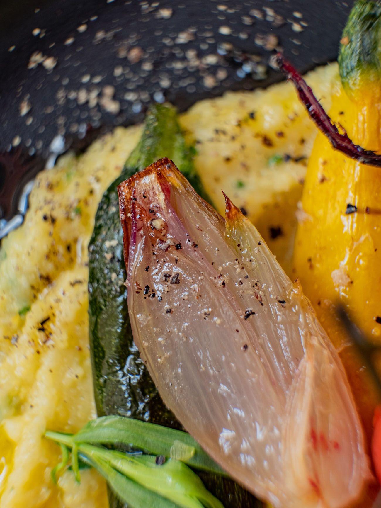 Rezept, Foodblo, About Fuel, Cremige Polenta mit Sommergemüse, Estragon, Pfeffer, Schalotten