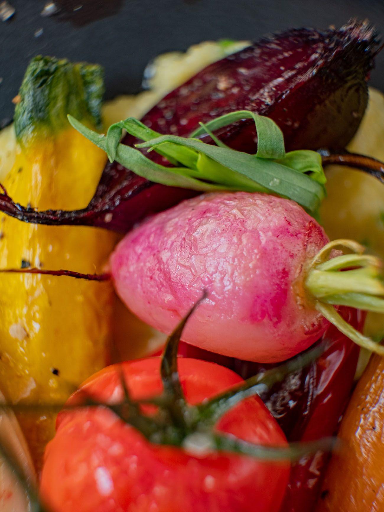 Rezept, Foodblo, About Fuel, Cremige Polenta mit Sommergemüse, Radieschen
