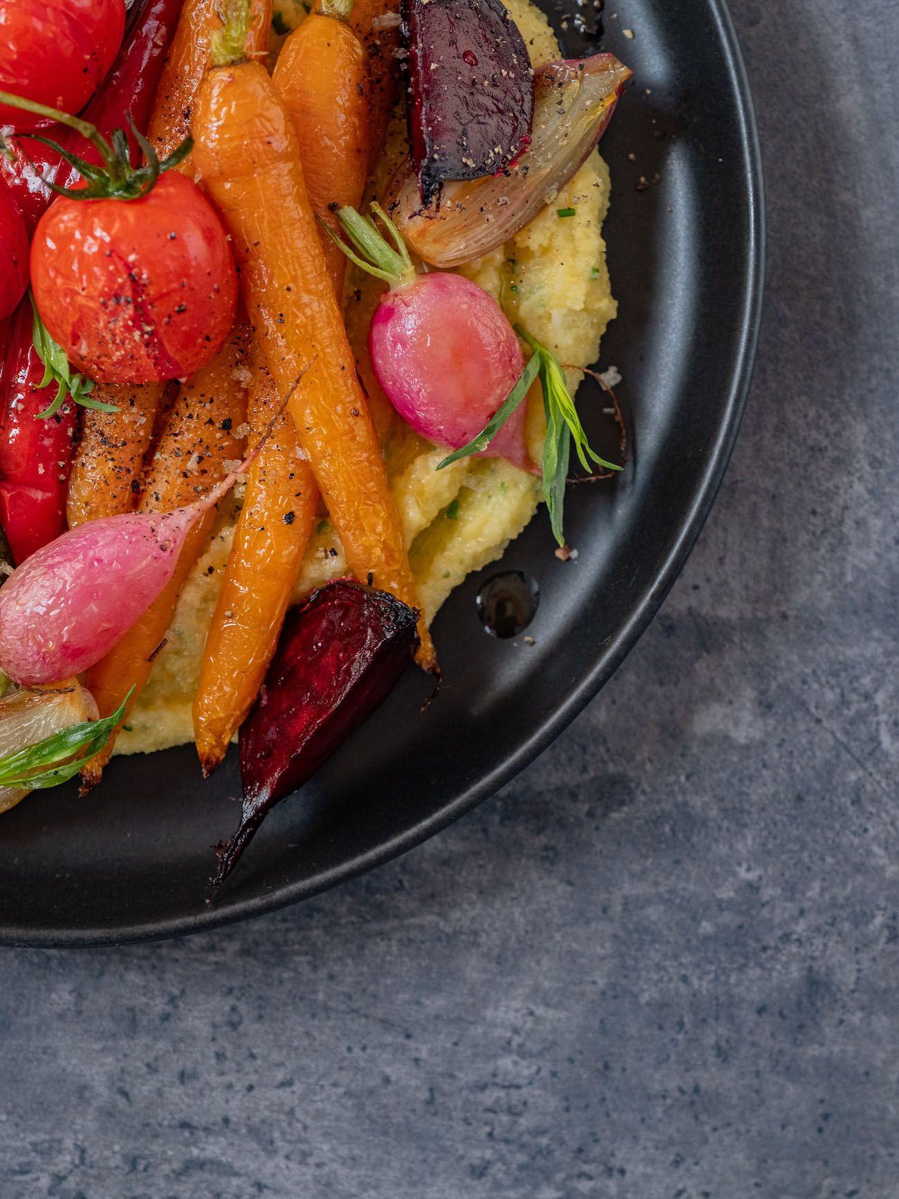Rezept, Foodblo, About Fuel, Cremige Polenta mit Sommergemüse, Rote Bete, Estragon, Radieschen