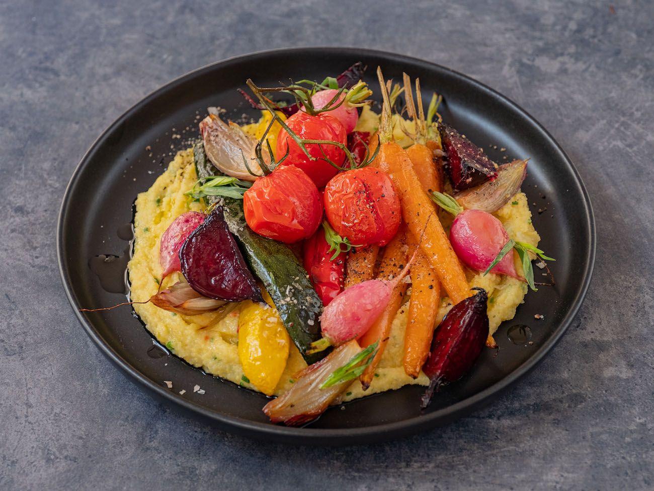 Rezept, Foodblo, About Fuel, Cremige Polenta mit Sommergemüse, Schalotten, Zucchini, Radieschen
