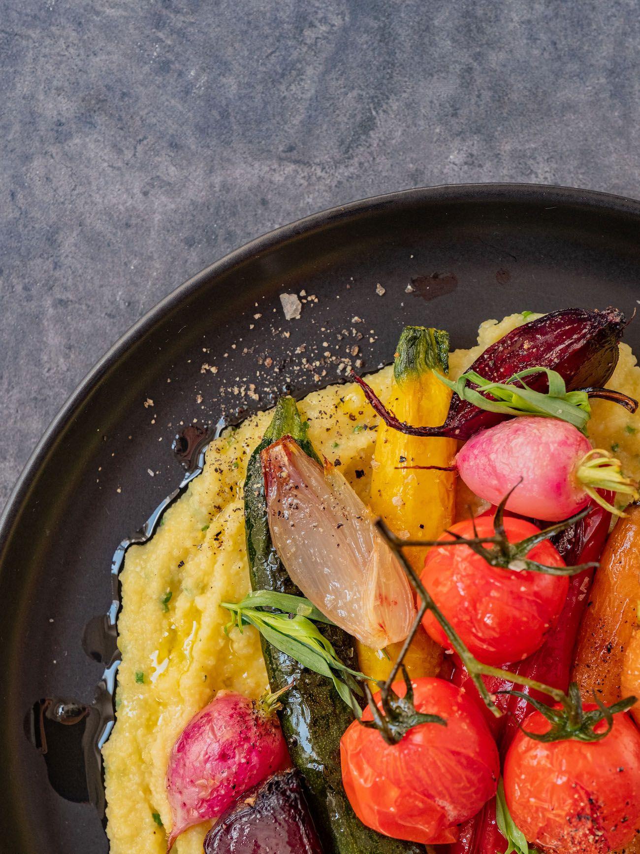 Rezept, Foodblo, About Fuel, Cremige Polenta mit Sommergemüse, Zucchini, Radieschen