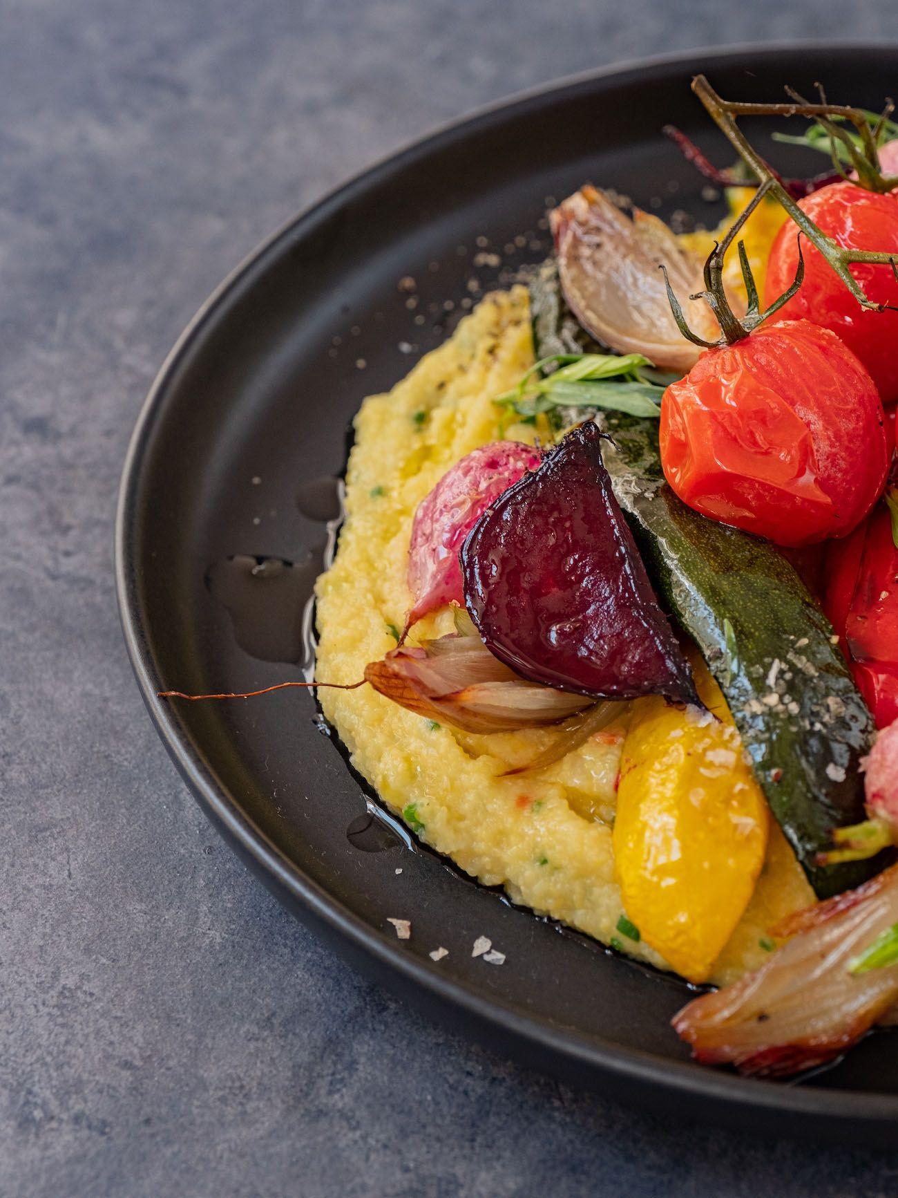 Rezept, Foodblo, About Fuel, Cremige Polenta mit Sommergemüse, Zucchini, Rote Bete, Schalotten