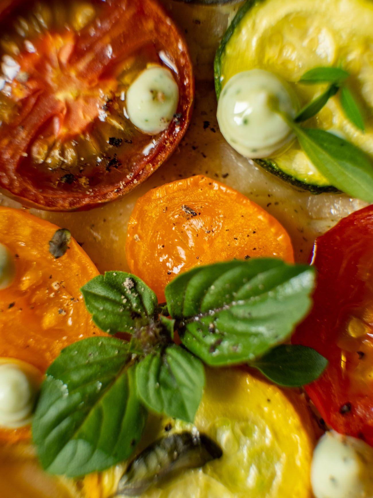 Rezept, Foodblog, About Fuel, Tomaten Zucchini Tartelettes mit Basilikum Feta Creme, Oregano, Oivenöl